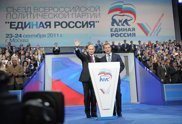 Президент России Дмитрий Медведев и председатель правительства России Владимир Путин после перерыва на XII Съезде Единой России в зале ДС Лужники