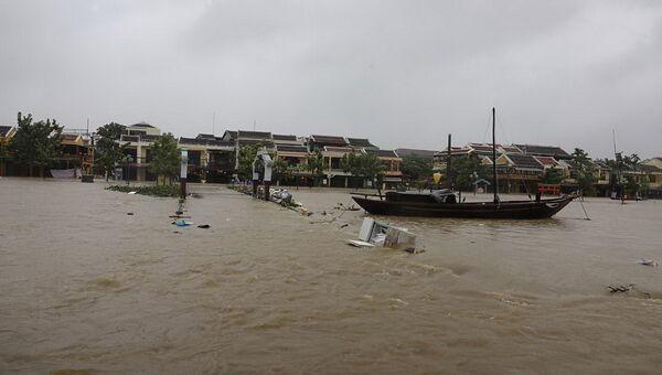 Последствия тайфуна во Вьетнаме в городе Хойан. 5 ноября 2017