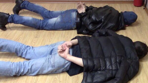 Члены ячейки движения Артподготовка, готовившие в Москве поджоги административных зданий в День народного единства, во время задержания сотрудниками ФСБ