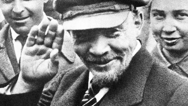 Владимир Ленин участвует в закладке памятника Освобождённый труд в Москве, 1 мая 1920