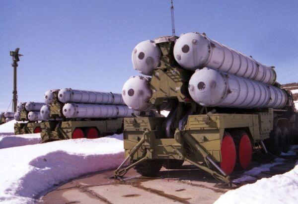 Москва рассматривает военно-техническое сотрудничество с Ираном, в том числе поставку С-300, как элемент торга в отношениях с Западом, заявил РИА Новости в среду директор Центра анализа стратегий и технологий Руслан Пухов