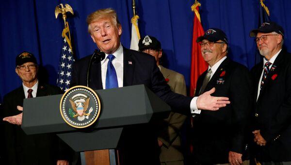 Президент США Дональд Трамп во время выступления в Дананге, Вьетнам. 10 ноября 2017
