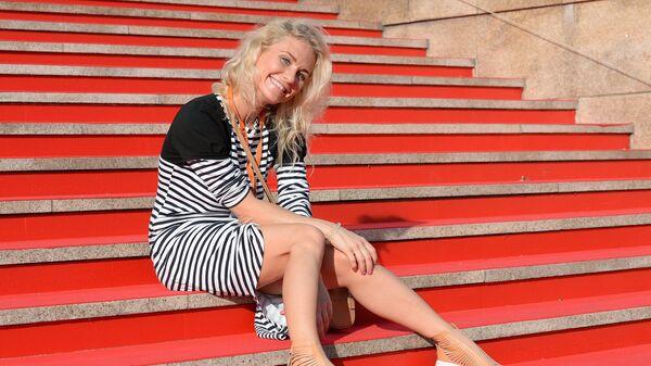 Теле- и радиоведущая, журналист Екатерина Гордон перед показом фильма Петра Буслова Родина на 26-м Открытом Российском кинофестивале Кинотавр