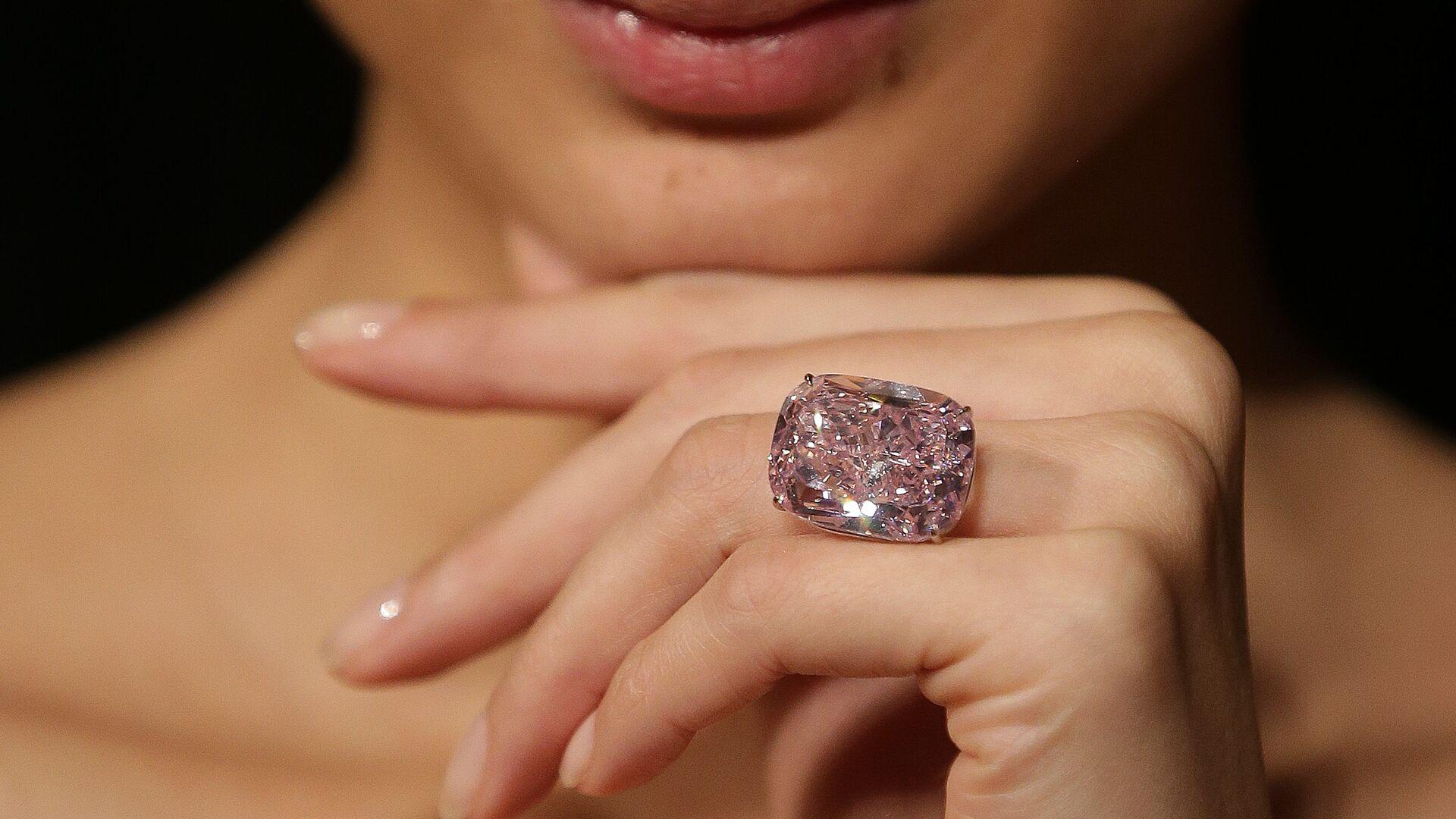 Крупнейший в мире цветной бриллиант  Розовый Радж - РИА Новости, 1920, 24.10.2020