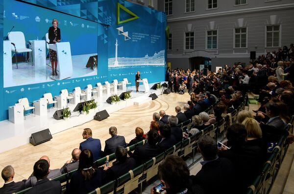 Заместитель председателя правительства РФ Ольга Голодец (в центре) на торжественном открытии Санкт-Петербургского международного культурного форума