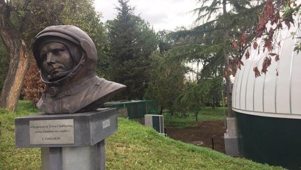 Бюст Юрия Гагарина в Неаполе