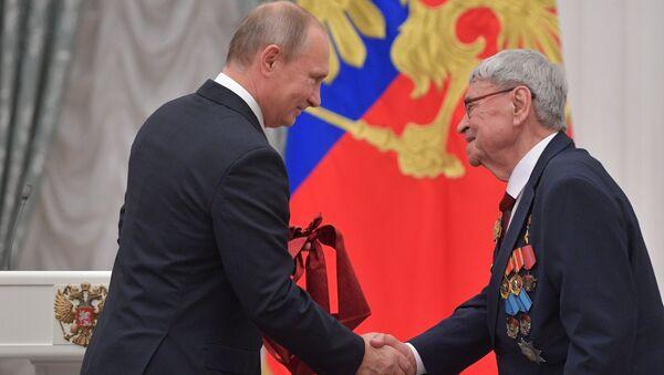 Президент РФ Владимир Путин и академик Юрий Трутнев в Кремле. Архивное фото