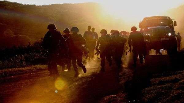 Военнослужащие бригады морской пехоты Тихоокеанского флота во время проверки боевой готовности войск Восточного военного округа
