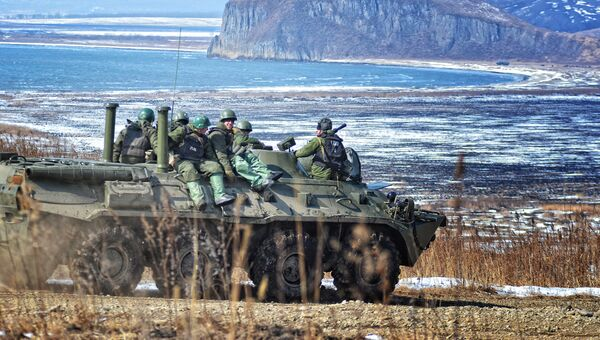 Морские пехотинцы десантно-штурмовой роты на учениях соединений морской пехоты Тихоокеанского флота