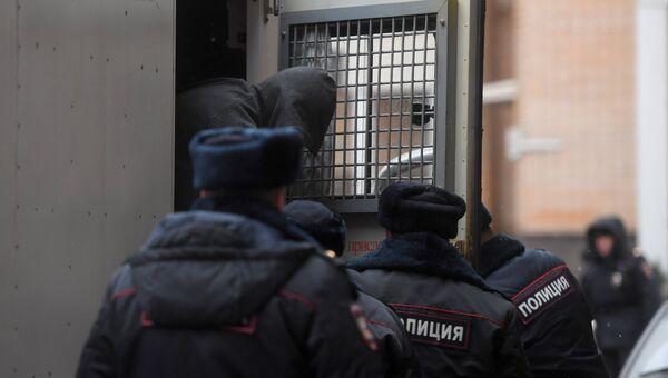 Подозреваемый в перестрелке в деловом центре Москва-Сити Эльдар Хамидов перед началом заседания в Пресненском суде Москвы. 22 ноября 2017