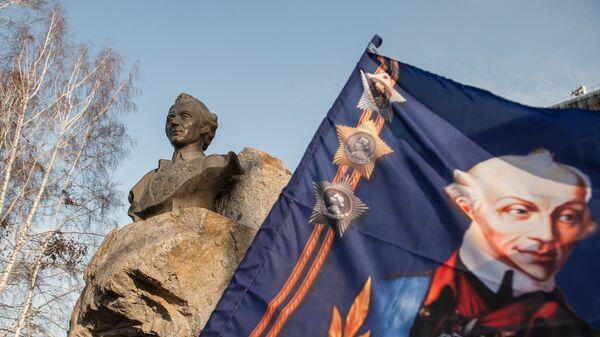Памятник русскому полководцу Александру Суворову на улице Суворова в Томске. 24 ноября 2017