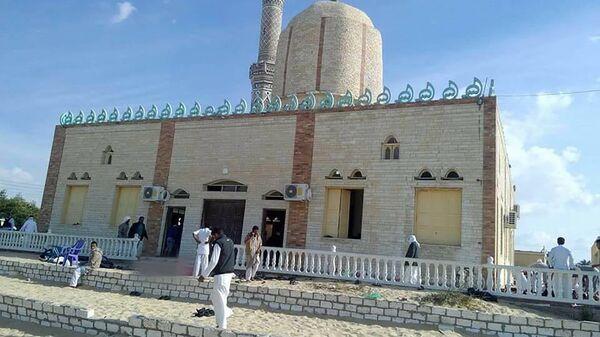 Мечеть эр-Роуда неподалеку от города Эль-Ариш, где произошел теракт. Архивное фото
