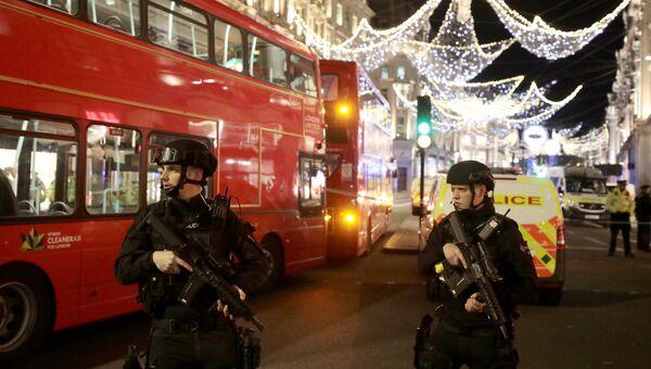 Сотрудники полиции на Оксфорд-стрит в Лондоне, Великобритания. 24 ноября 2017