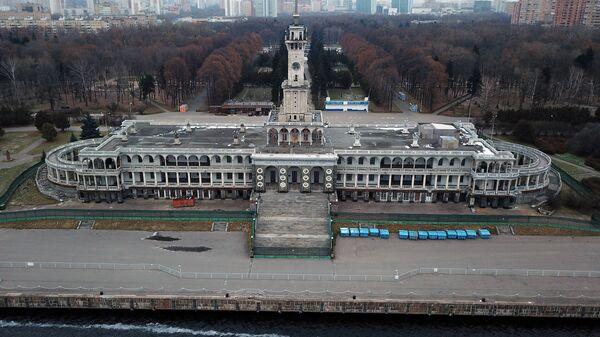 Здание Северного речного вокзала в Москве