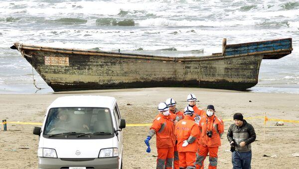 Деревянная лодка с телами восьми человек, обнаруженная у берегов Японии. 27 ноября 2017
