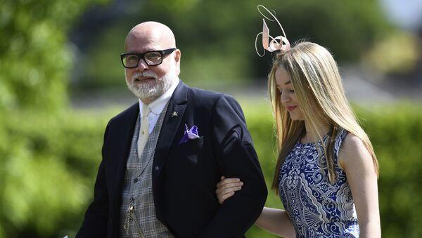 Дядя герцогини Кембриджской Гэри Голдсмит с дочерью Таллулой. 20 мая 2017