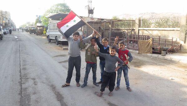 Более 50 тонн гумпомощи при содействии военных РФ доставили в пригород Дамаска. Архивное фото