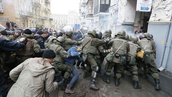 Столкновения сторонников Михаила Саакашвили с сотрудниками Национальной гвардии в Киеве, Украина. 5 декабря 2017
