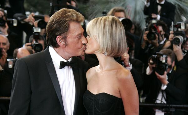 Французский рок-певец Джонни Холлидей с женой Летицией. 17 мая 2009