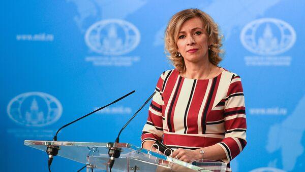 Официальный представитель министерства иностранных дел России Мария Захарова во время брифинга в Москве. 6 декабря 2017