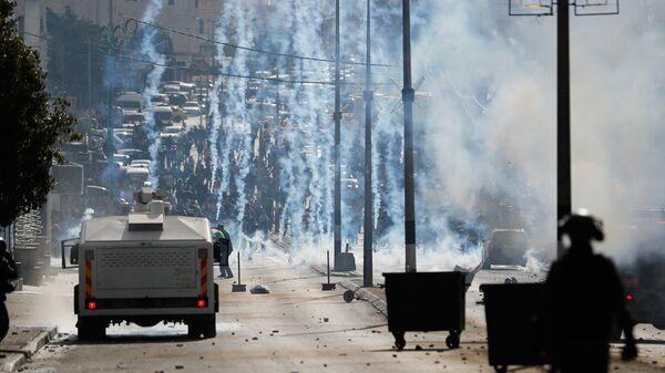 Столкновения израильских военных с палестинскими протестующими в городе Вифлеем на Западном берегу. 7 декабря 2017