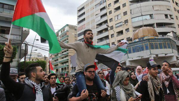 Палестинские студенты во время протеста против решения Дональда Трампа признать Иерусалим столицей Израиля в Сайде, Ливан. 7 декабря 2017