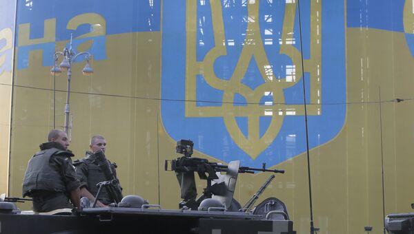 Украинские военные во время репетиции парада в Киеве