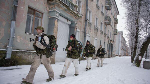 Эстонские добровольцы во время учений в Нарве