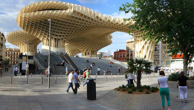 Общественное пространство Metropol parasol в Севилье (Испания)