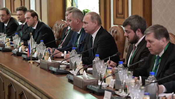 Президент РФ Владимир Путин во время российско-египетских переговоров в Каире. 11 декабря 2017