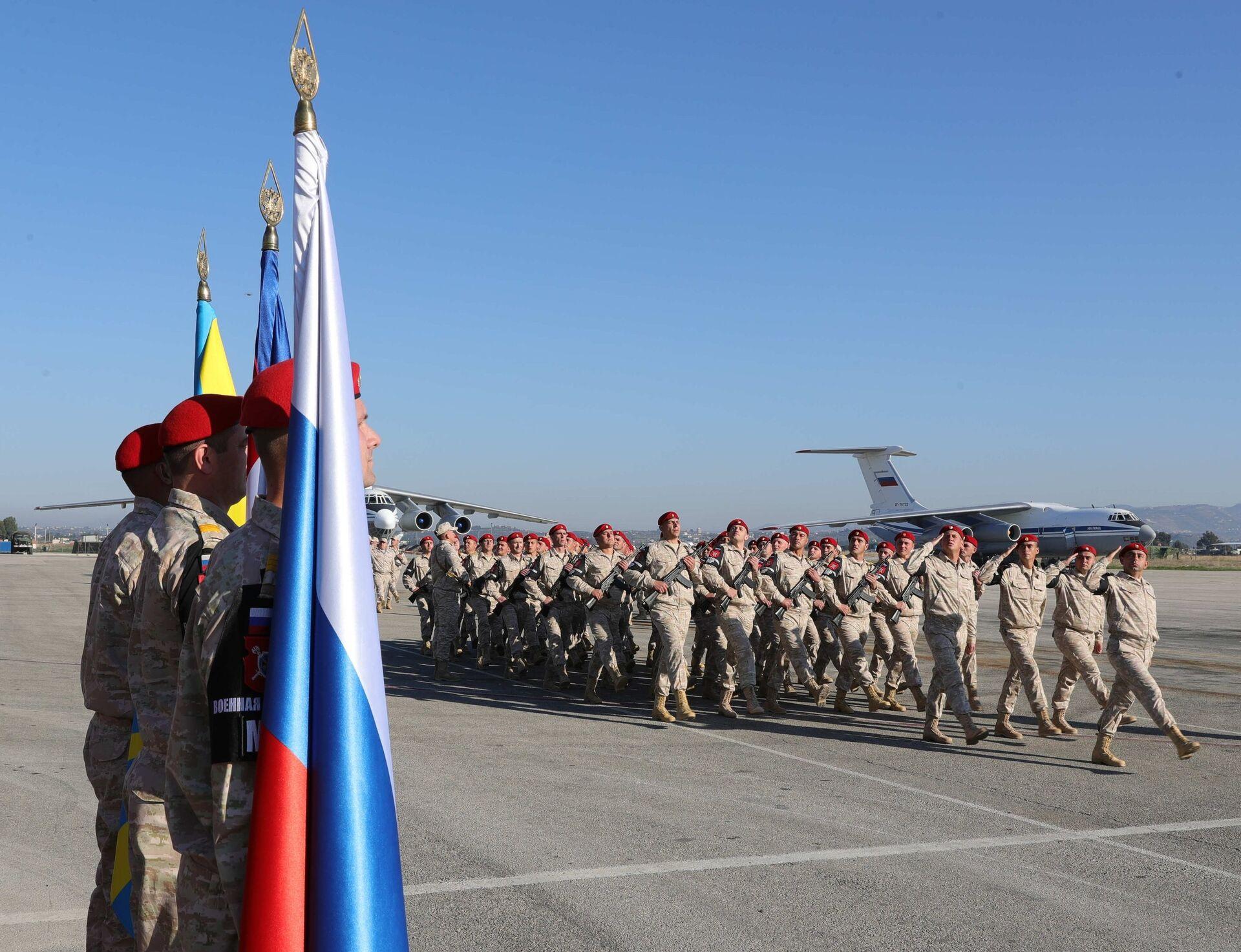 Российские военнослужащие на авиабазе Хмеймим в Сирии. 11 декабря 2017 - РИА Новости, 1920, 29.09.2020