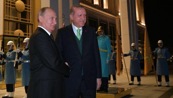 Президент РФ Владимир Путин и президент Турции Реджеп Тайип Эрдоган во время встречи. 11 декабря 2017