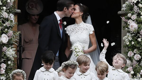 Пиппа Миддлтон и Джеймс Мэттьюз после церемонии бракосочетания в церкви Святого Марка