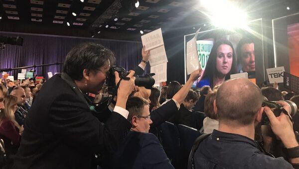 Журналистка из Калининграда  во время ежегодной большой пресс-конференции президента РФ Владимира Путина
