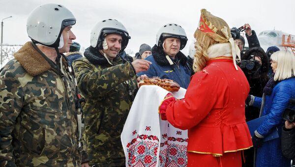 Встреча экипажей бомбардировщиков Ту-22М3 после возвращения из Сирии на аэродроме Белая в Иркутской области. 13 декабря 2017