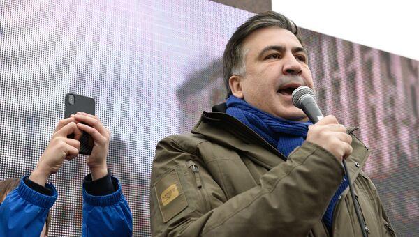 Михаил Саакашвили выступает на митинге в центре Киеве за принятие закона об импичменте украинского президента Петра Порошенко. 17 декабря 2017