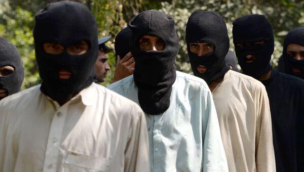 Боевики ИГ и движения Талибан (террористические организации, запрещены в РФ) в полицейском отделении в Афганистане. Архивное фото