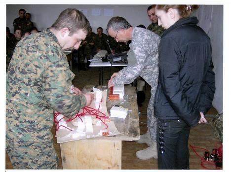 Иностранные инструкторы проводят занятия с грузинскими военными по установке мин-ловушек