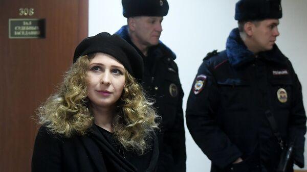 Участница группы Pussy Riot Мария Алехина в Мещанском суде Москвы перед началом рассмотрения административного правонарушения. 21  декабря 2017