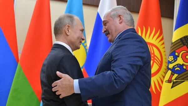 Президент РФ Владимир Путин и президент Республики Беларусь Александр Лукашенко. Архивное фото