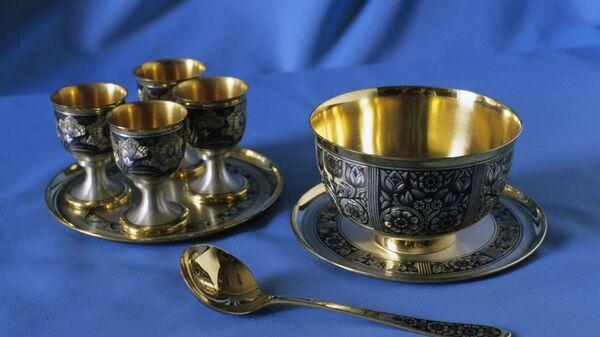 Винный набор, вазочка и ложка для варенья - изделия из серебра работы мастеров Великоустюгского завода Северная чернь.