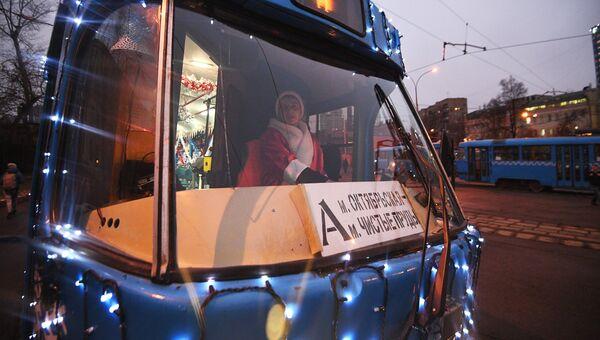Новогодний трамвай на улицах Москвы