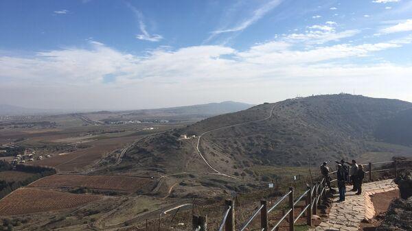 Вид на Сирию с контролируемой Израилем части Голанских высот. Архивное фото