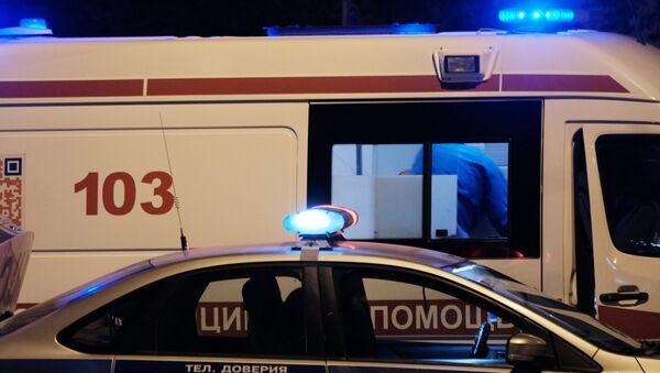 Автомобили полиции и скорой медицинской помощи на улице Москвы. Архивное фото