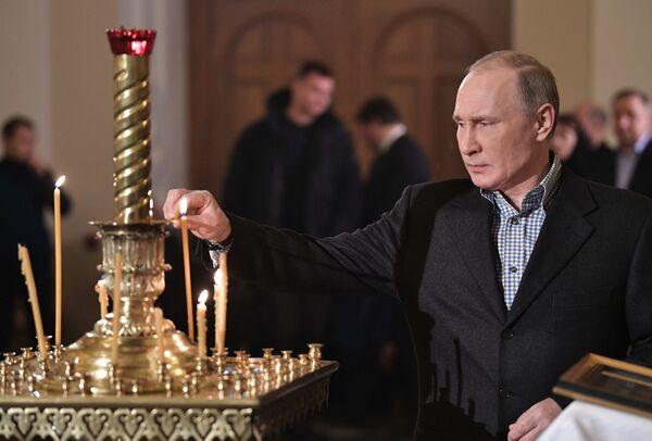Президент России Владимир Путин посетил Рождественское богослужение