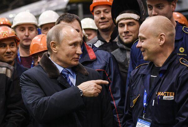 Президент РФ Владимир Путин во время встречи с рабочими Тверского вагоностроительного завода. 10 января 2018