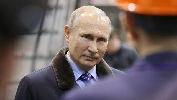 10 января 2018. Владимир Путин во время встречи с рабочими Тверского вагоностроительного завода.