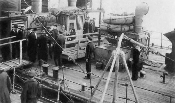Генерал Деникин на миноносце Капитан Сакен во время Новороссийской эвакуации, март 1920 года