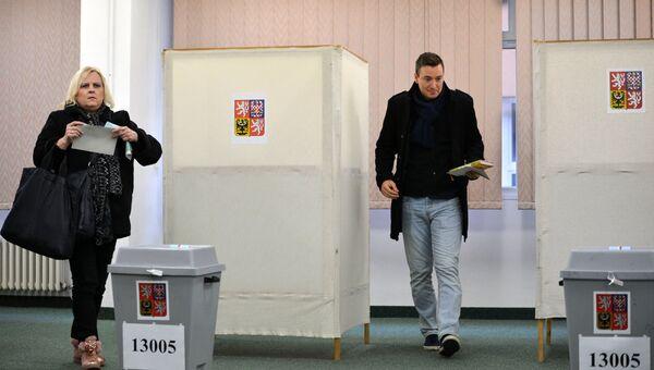 Жители Праги голосуют на избирательном участке. 12 января 2018