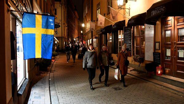 Прохожие на одной из улиц в Старом городе Стокгольма